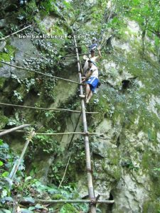 Borneo, Kalimantan barat, siding, patie cave, rock climbing, bird nest, swiflet, adventure, mountain, dayak, land, bidayuh, jungle, transborder, kampung padang pan, gumbang