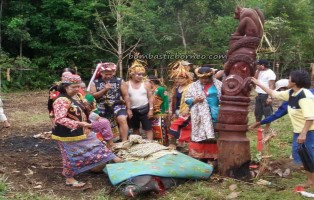 East Kalimantan, Indonesia, Dayak Tunjung, Borneo, outdoors, authentic, ethnic, traditional, indigenous, native, Melak, Kutai Barat, West Kutai, Culture, Tonyooi tribe, Benuaq, Sekolaq Darat, totem pole, tonggak keramat,
