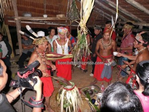 adat Bidayuh, authentic village, Bengkayang, Wisata budaya, cultural dance, Nyobeng Sebujit, indigenous, Kampung Gumbang, native event, outdoor, gawai harvest festival, Sarawak, skull Bathing, skull house, spiritual healing, thanksgiving, traditional culture, tribal, tribe,