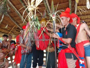 Borneo adventure, authentic village, baruk, cleansing ceremony, Bidayuh culture, Desa Hli Buei, gawai dayak, indigenous, Kampung Gumbang, native, Nyobeng, Outdoor event, padi harvest festival, ritual, skulls house, thanksgiving, traditional, tribal, tribe,