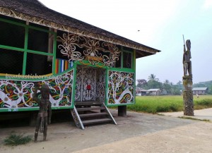 authentic, Borneo, culture, customs hall, indigenous, indonesia budaya, Kongbeng, longhouse, native, Obyek wisata, sculptures, Suku Dayak Kayan, tourist attraction, traditional, tribal, tribe, village,