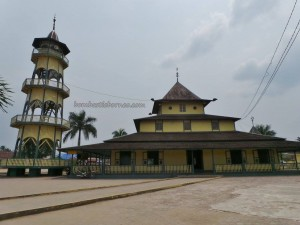 Borneo, East Kalimantan, Kaltim, Kampung Wisata Tenun, kota tepian, Mahakam river, Masjid Islamic Center, oldest mosque, rumah adat, Sarung, Samarinda Seberang, Sarong, Tourism, tourist attraction, travel guide, traditional,