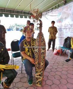 Musik Sampe, authentic, Borneo festival, budaya pesisir, culture, Dayak Pedalaman, Ethnic, event, indigenous, Indonesia, native, Obyek wisata, Pekan budaya, pesta adat, Tourism, travel guide, tribal, tribe,