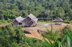 Indonesia, Borneo, authentic village, culture, motif, homestay, indigenous, longhouse, native, Obyek wisata budaya, rumah panjang, Suku Dayak Kenyah, Tourism, tourist attraction, travel guide, tribal, tribe,