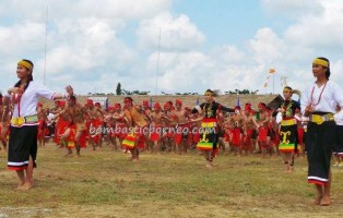 authentic, cultural dance, Ethnic, event, indigenous, Lun Bawang, native, Obyek wisata budaya, Orang Ulu, pesta adat, Suku Dayak, Lundayeh, Tourism, tourist attraction, traditional, tribal, tribe,