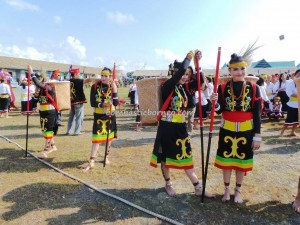 authentic, Borneo, culture, indigenous, Muruts, native, North Kalimantan, Obyek wisata, budaya, pesta adat, sape music, Suku Dayak, Lundayeh, Tourism, tourist attraction, traditional, tribal, tribe,