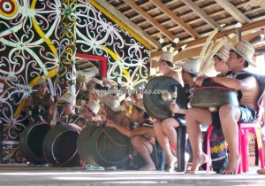 authentic village, Borneo, cultural dance, Desa Setulang, Ethnic, event, indigenous, North Kalimantan Utara, Lamin Adat Adjang Lidem, longhouse, native, Obyek wisata budaya, orang asal, Suku Dayak, Tourism, tourist attraction, traditional, Irau,