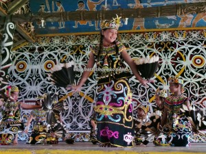 authentic, Borneo, cultural dance, motif, Ethnic, indigenous, Lamin Adat, longhouse, Selatan Hilir, native, Obyek wisata budaya, Irau festival, Suku Dayak Kenyah, Tourism, traditional, tribal, tribe, village,