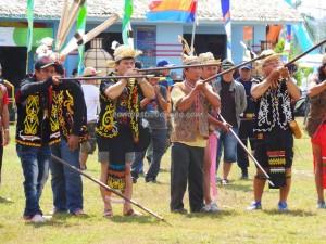 Borneo, blowpipe, culture, Ethnic, event, indigenous, festival, native, Obyek wisata, budaya, orang asal, pesta adat, Suku Dayak, Tourism, travel guide, tribal, tribe