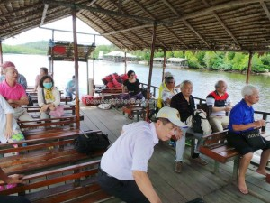 Kayaking, Batik painting, beach, crab catching, family vacation, fishing, getaway, holiday, Kampung Laya-Laya, Tuaran, Hidden paradse, travel guide, tourist attraction, water sports, 度假, 沙巴, 龍尾湾