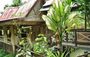 Kuching, Bamboo house, accommodation, village, homestay, backpackers, authentic, indigenous, Dayak Selako, tribal, tribe, family vacation, fruits farms, tourist attraction, transborder, travel guide, 沙捞越,
