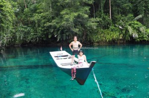 adventure, outdoor, nature phenomenon, Danau Labuan Cermin, lake, tasik, backpackers, destination, Berau, Biduk-Biduk, Kalimantan Timur, Keajaiban Dua Rasa, Obyek wisata, Tourism, tourist attraction, holiday, vacation,