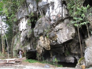 backpackers, travel guide, limestone cave, Serikin, Borneo, Malaysia, nature, religion, Tourism, 佛教寺庙, 保靈山, 旅游景点, 石洞, 石隆门, 马来西亚, 沙捞越, 古晋,