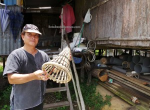 authentic, dayak bidayuh, native, indigenous, Kampung, Sungai Kayan, Kuching, Borneo, Tourism, traditional, travel guide, tribe, orang asli, udang galah, perangkap, 沙捞越,