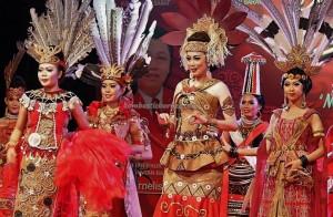 Bujang Dara, authentic, culture, event, Pekan Gawai, harvest festival, Pontianak, native, Indonesia, Rumah Radakng, Tourist attraction, obyek wisata, traditional, tribal, tribe, 婆罗洲原著民丰收节日