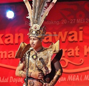 Bujang Dara, authentic, culture, event, Pekan Gawai, harvest festival, Pontianak, native, Indonesia, Rumah Radakng, Tourist attraction, obyek wisata, traditional, tribal, tribe, 婆罗洲原著民丰收节日