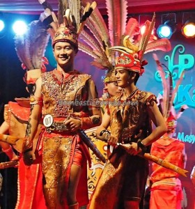Bujang Dara, authentic, culture, Pontianak, event, Pekan Gawai Dayak, harvest festival, Ethnic, Indonesia, Rumah Radakng, Tourist attraction, obyek wisata, traditional, tribal, tribe, 婆罗洲原著民丰收节日