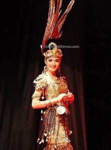 Bujang Dara, authentic, Indigenous, backpackers, culture, event, harvest festival, Ethnic, Borneo, Kalimantan Barat, Tourism, obyek wisata, traditional, travel guide, tribe, 婆罗洲原著民丰收节日