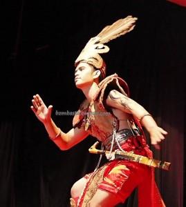 Beauty contest, Bujang Dara, authentic, Indigenous, Pekan Gawai Dayak, harvest festival, native, Borneo, West Kalimantan, Tourism, obyek wisata, traditional, tribal, tribe, transborder. 婆罗洲原著民丰收节日