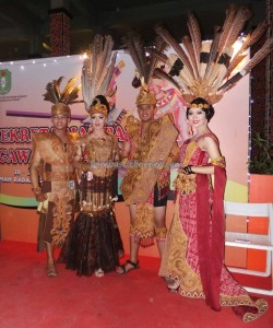 Beauty contest, Bujang Dara, authentic, Indigenous, Adat budaya, culture, Dayak harvest festival, native, Indonesia, West Kalimantan, Tourism, tourist attraction, traditional, travel guide, tribal, tribe,