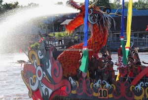 River Parade, Lomba Jukung, Pesta adat, Authentic, Borneo, 中加里曼丹, Palangkaraya, carnival, Ethnic, native, Kahayan River, Pariwisata, tourist attraction, traditional, tribal, tribe