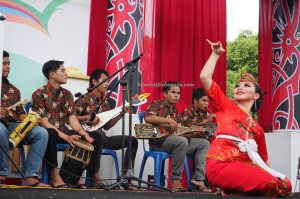singing competition, nyanyian, Lomba Karungut Putra, Indigenous, Borneo, Kalteng, Palangkaraya, culture, carnival, ethnic, native, suku dayak, obyek wisata, Tourism, tradisional, tribe,