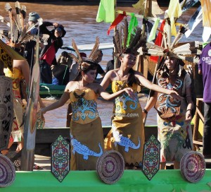 River Parade, Lomba Jukung, Pesta adat, Indigenous, Borneo, cultural dance, central Kalimantan, carnival, Ethnic, native, Sungai Kahayan, Obyek wisata, tourism, traditional, tribal, tribe