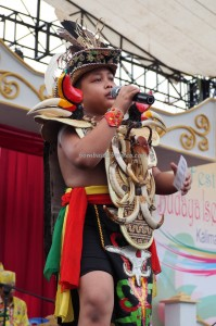 nyanyian, Lomba Karungut Putra, Festival Budaya, Isen Mulang, backpackers, Borneo, Central Kalimantan, culture, event, carnival, suku dayak, Pariwisata, tourist attraction, tradisional, tribal, tribe