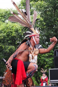 singing contest, nyanyian, Lomba Karungut Putra, Festival Budaya, Indigenous, Kalimantan Tengah, Indonesia, Palangka Raya, cultural dance, carnival, ethnic, suku dayak, Obyek wisata, Tourism, traditional, tribe
