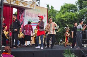 singing competition, Lomba Karungut Putra, Festival Budaya, backpackers, Borneo, 中加里曼丹, Indonesia, Palangka Raya, cultural dance, event, pesta, native, Pariwisata, Tourism, traditional, travel guide