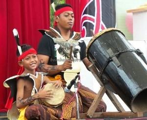 singing contest, Lomba Karungut Putra, Festival Budaya, backpackers, Borneo, Kalteng, Indonesia, culture, carnival, event, native, Pariwisata, Tourism, tradisional, tribal, suku dayak,