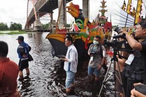regatta, Festival Budaya, Isen Mulang, indigenous, backpackers, Borneo, Central Kalimantan, Palangka Raya, carnival, event, Kahayan bridge, Sungai Kahayan, Obyek wisata, Sports, Tourism, travel guide,