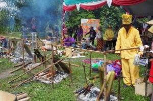Lomba Memasak, cooking competition, Festival Budaya, Isen Mulang, Authentic, Indigenous, Borneo, Central Kalimantan, Palangka Raya, culture, native, suku dayak, Carnival, Pariwisata, lemang, tradisional,