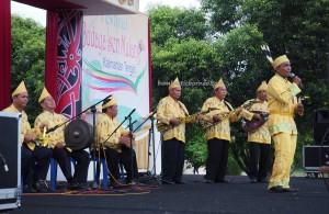 nyanyian, Lomba Karungut Putra, Festival Budaya, Isen Mulang, authentic, Central Kalimantan, cultural dance, carnival, pesta, ethnic, native, Obyek wisata, Tourism, traditional, tribal, travel guide,