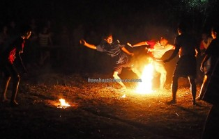 Fire Soccer, Lomba Sepak Sawut Apui, bola api, Festival Budaya, Isen Mulang, indigneous, 中加里曼丹, Kalteng, Palangkaraya, carnival, event, native, Obyek wisata, traditional games, sports, tourist attraction,