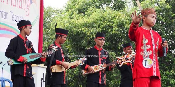 nyanyian, Lomba Karungut Putra, Festival Budaya, Isen Mulang, authentic, Kalimantan Tengah, 中加里曼丹, cultural dance, event, carnival, native, Pariwisata, Tourism, travel guide, tribal, ethnic,