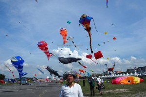 International, Layang-Layang antarabangsa, Bintulu Development Authority, championship, Dual Line Stunt Kites, double delta kite, sport kite, Kites making workshop, event, Malaysia, Old Bintulu Airport, Tourism, tourist attraction, 婆罗洲国际风筝节, 民都鲁沙捞越