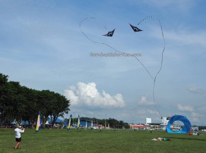 Borneo International Kite Festival, Layang-layang antarabangsa, backpackers, championship, Dual Line sport kite, event, Malaysia, Old Bintulu Airport, outdoors, Tourism, tourist attraction, travel guide, 婆罗洲国际风筝节, 民都鲁沙捞越,