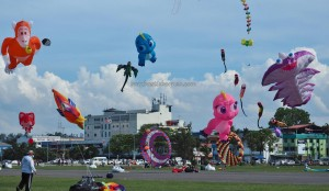 Borneo, Festival, Layang-Layang antarabangsa, backpackers, Bintulu Development Authority, Dual Line Stunt Kites, sport kite, Kites making workshop, event, Malaysia, Old Bintulu Airport, outdoors, Tourism, travel guide, 婆罗洲国际风筝节, 民都鲁沙捞越