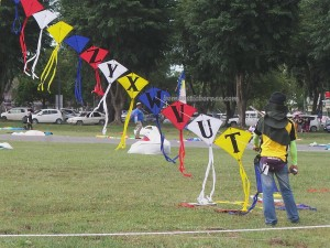 Layang-Layang antarabangsa, backpackers, Bintulu Development Authority, championship, sport kite, Malaysia, Old Bintulu Airport, outdoors, Tourism, tourist attraction, travel guide, 婆罗洲国际风筝节, 民都鲁沙捞越, Dual Line Stunt Kites,