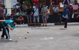 traditional sports, permainan tradisional, games, indigenous, Borneo, Festival budaya. Indonesia, Palangkaraya, competition, carnival, suku dayak, pariwisata, tourism, travel guide, tribe, backpackers,