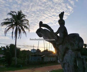 authentic, indigenous, sculptures, Central Kalimantan, 中加里曼丹, Indonesia, Gunung Mas, traditional, culture, native, longhouse, Tourism, obyek wisata, travel guide, village, tribe