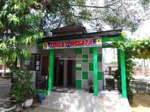 dayak, native, Ethnic, Kalsel, Kota Seribu Sungai, river city, Sungai Martapura, Proboscis Monkey Statue, obyek wisata, Tourism, tourist attraction,