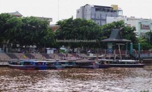 boat ride, agency, dayak, native, Ethnic Banjarese, Kalimantan Selatan, Kota Seribu Sungai, oldest mosque, Patung Bekantan, Proboscis Monkey Statue, obyek wisata, Tourism, tourist attraction, tradisional, village,