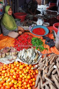 local vegetable, food, dayak, native, Ethnic Banjarese, Borneo, Indonesia, river city, street market, tourism, tourist attraction, traditional, travel guide, village, 馬辰