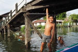 adventure, outdoors, authentic, indigenous, Ethnic Banjarese, native, floating house, Borneo, Pulau Kaget, Kota Banjarmasin, Obyek wisata, Tourism, traditional, travel guide, village,