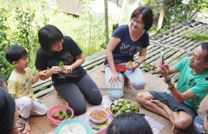 rural mini library, exotic food, delicacy, pitcher plant dumpling rice, glutinous rice, Kampung Sapit, Padawan, Borneo Heights, charity, Community Service, dayak bidayuh, tribal, Non Profit Organization, authentic, 沙捞越,