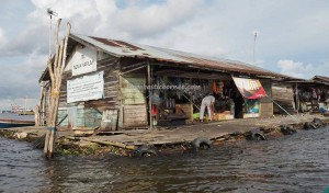 authentic, indigenous, Ethnic Banjarese, native, Boat ride, rumah lanting, toko terapung, Kota Banjarmasin, Martapura River, Barito Kuala, Tourism, tourist attraction, traditional, travel guide, village,