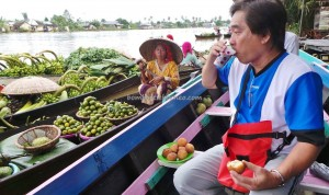 Pasar Terapung, authentic, Indigenous, ethnic Banjarese, native. klotok, Boat ride, culture, South Kalimantan, Kota Banjarmasin, Sungai Martapura, Tourist attraction, tradisional, travel guide, village, 南加里曼丹旅游景点