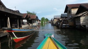 adventure, authentic, indigenous, Boat ride, floating house, jelatong, toko terapung, Borneo, Indonesia, Kalimantan Selatan, Sungai Martapura, Tourism, tourist attraction, travel guide, village,